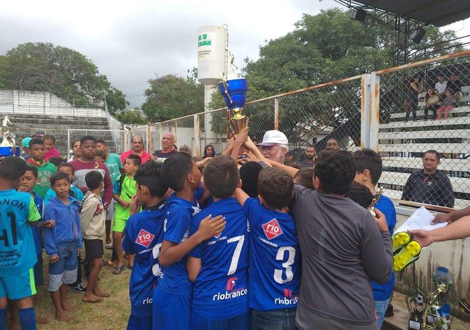 Projeto Bola de Gude ganha Copa de Futebol de campo das categorias de base