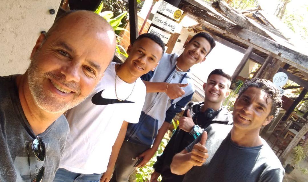 Alunos do projeto Bola de Gude realizam testes no Minas Tênis Clube