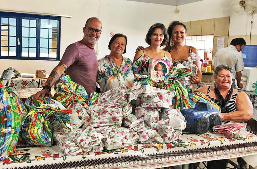 Projeto Sorriso de Criança faz doação de brinquedos a FADA