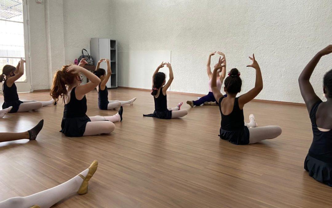 Voltas as aulas do Projeto Dançart